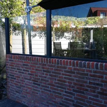 Volglazen Windscherm op muurtje - Den Haag 2